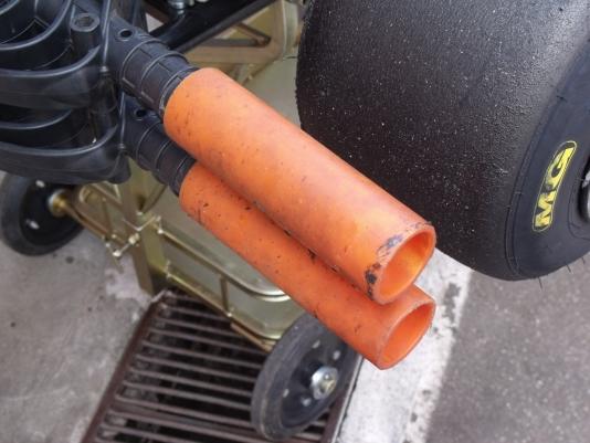 Detalhe do pára-choque da Rotax DD2 (Foto: Renan do Couto/Allkart.net)