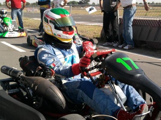 Pérez retornou ao kart em 2011, para disputar uma prova festiva no México; o número 17 é o mesmo que ele utilizou em sua temporada de estreia na F1 (Foto: Facebook)