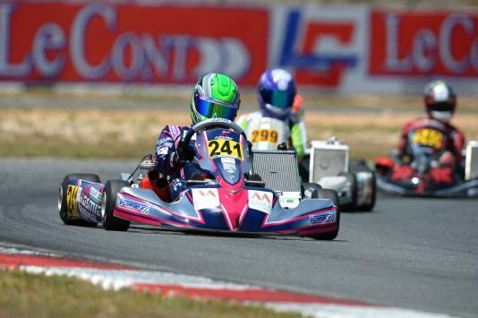 Caio Collet (241) surpreendeu em sua estreia no kartismo europeu. (Foto: KSP/Kartcom)