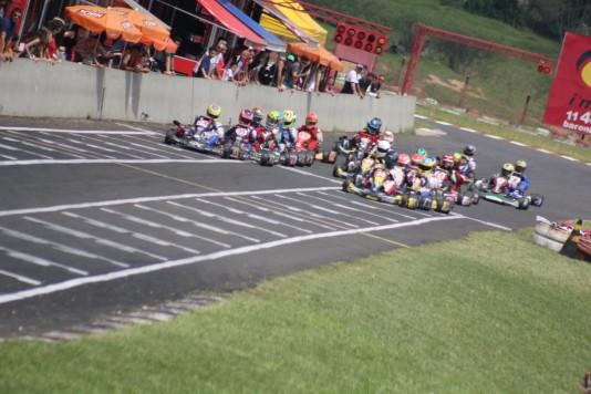 Endurance fecha temporada do kartódromo de Itu. (Foto: Fernando Silveira)