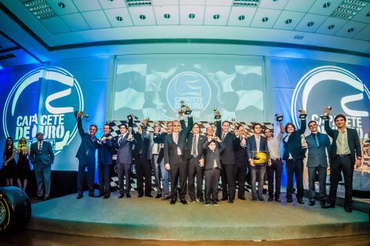 Todos os vencedores do Capacete de Ouro 2015. (Foto: Renato Bueno)
