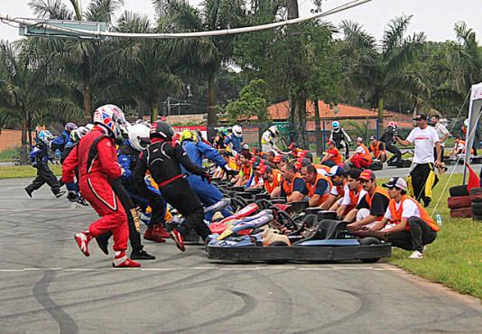 Largada do Endurance RA Racing em Penha. (Foto: Divulgação)