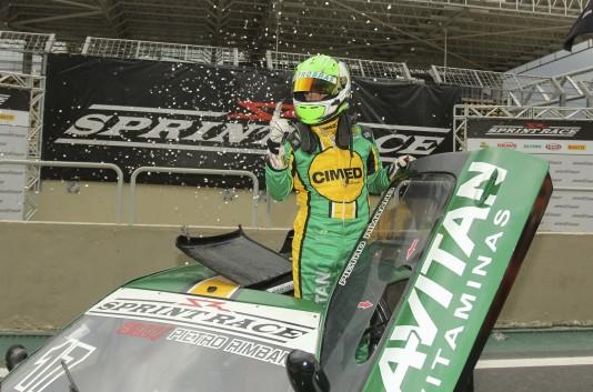 Pietro Rimbano conquistou o título da Sprint Race no seu primeiro ano no automobilismo (Foto: Luciano Santos)