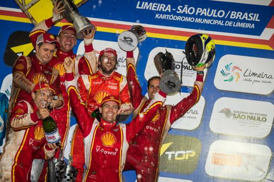 Festa no pódio. (Foto: José Mario Dias)